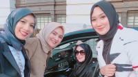Cantiknya Lindsay Lohan Gunakan Hijab Bersama Desainer Indonesia