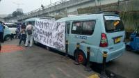 Sopir Angkot Tanah Abang Demo Tolak Rute OK Otrip