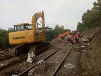 80 Personel Dikerahkan Perbaiki Jalur Rel Tergerus Longsor di Gundih-Karangsono