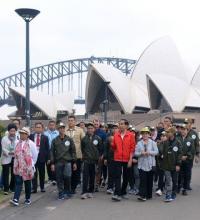 Jokowi Jalan Pagi Bersama Duta Toleransi Muda Indonesia di Sydney