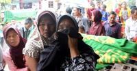 Pemakaman Enam Korban Kecelakaan di Tol Cipali Diwarnai Isak Tangis Keluarga