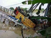 2 Bangkai Truk di Jembatan Babat Berhasil Dievakuasi dengan Cara Dipreteli