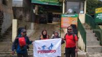 3 Srikandi Siap Kibarkan Bendera Rescue Perindo di Gunung Ciremai saat Hari Kartini