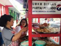 Pantau Penerima Gerobak di Temanggung, Perindo: Omzet Pedagang Naik Rp400-700 Ribu