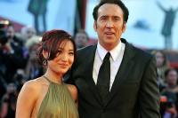 5 Artis Hollywood Ganteng yang Menikah dengan Fansnya