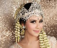 Bermahkotakan Siger Sunda, Aura Kecantikan 4 Selebriti Ini Terpancar saat Jadi Pengantin
