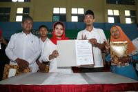 Komitmen Tingkatkan Kesejahteraan Guru, Puti Guntur Teken Kontrak Politik