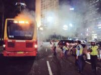 Bus Transjakarta Keluarkan Asap Tebal saat Melintas di Bundaran HI