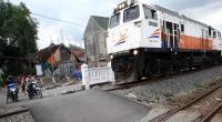 Pelat Andas Miring di Kebumen, Belasan Kereta di Jalur Selatan Jawa Terlambat