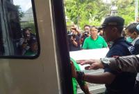 Penyerahan Jenazah Bayu Wardhana Korban Bom Surabaya Diwarnai Isak Tangis