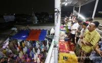 Warga Tarawih di JPO, Sandi Minta Lurah dan Camat Cari Ruangan Tambahan