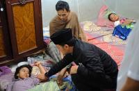 Bima Arya Jenguk Puluhan Warga yang Keracunan Makanan Olahan Tutut