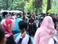 Kenakan <i>Jersey</i> Timnas Indonesia, Jokowi Olahraga di Kebun Raya Bogor
