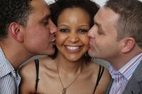 5 Kisah Cinta Teraneh di Dunia, Nomor 4 Bikin Geleng-Geleng Kepala!