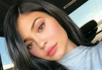 Tak Bertubuh Mulus, Kylie Jenner Beberkan Penyebab Luka Besar di Paha