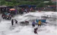 Lokasi Wisata Esktrem Ini Diperdebatkan, Netizen: Gue Tonton Terus Biar Mereka Tenggelem!