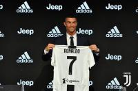 Ini Pendapatan yang Diterima Juventus Setelah Jual Jersey Ronaldo dalam Satu Hari