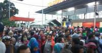 Suasana Penumpukan Penumpang di Stasiun Bojonggede dan Depok Dampak Pembaruan E-Ticketing