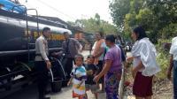Polres Sumbawa Distribusikan Sembako dan Air Bersih untuk Korban Gempa Lombok