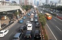 Arus Lalu Lintas di Depan Mapolda Metro Jaya Merayap