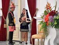 Memukau, Keanggunan Ibu Negara Berbalut Busana Koto Gadang di Upacara 17 Agustus