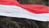 Peringati HUT ke-73 RI, Merah Putih Raksasa Membentang di Batu Tumpang