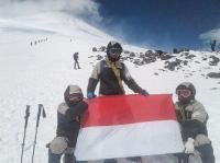 Peringati HUT Ke-73 RI, 3 Pendaki Indonesia Capai Puncak Elbrus