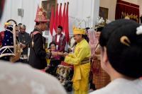Jokowi Tampilkan Kekayaan Budaya Indonesia Lewat Pakaian Adat