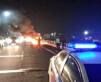 Truk Pembawa Kasur Terbakar di Tol Angke Arah Semanggi, Lalu Lintas Macet