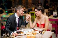 4 Penjelasan Ilmiah Mengapa Kita Bisa Jatuh Cinta pada Seseorang
