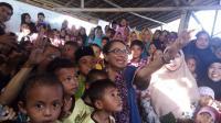 Disambut Nyanyian, Menteri Yohana Ingin Korban Gempa Lombok Pulih dari Trauma