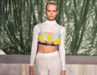 Bikin Heboh, Model Dengan 3 Payudara Tampil Milan Fashion Week