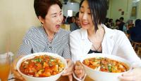 4 Video Ini Buktikan Food Vlogger Korea, Hari Jisun Doyan Santap Makanan Asli Indonesia