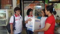 Peduli Warung Makan, Perindo Bagi-Bagi Dispenser dan Galon di Manado