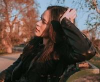 Cantiknya Tampilan Edgy Raisa Andriana dalam Balutan Outfit Serba Hitam