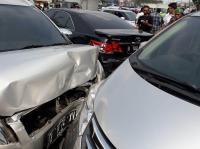 Kecelakaan Beruntun Akibat Bus Hilang Kendali di Tangsel, 6 Mobil dan 2 Motor Ringsek