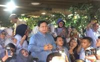Di Hari Ulang Tahun, Prabowo Temui Emak-Emak dan Minta Dukungan