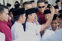 Jokowi Layani Ajakan Selfie Santri di Semarang
