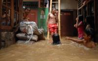 Musim Hujan Datang, Pemprov DKI: Jangan Buang Sampah ke Kali!