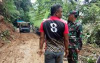 Longsor Lumpuhkan Jalan Nasional Sungai Penuh, Ratusan Kendaraan Terjebak