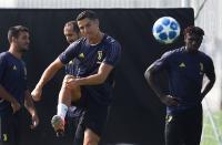 Szczesny Ajari Ronaldo Tendangan Bebas