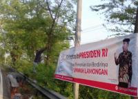 Bentuk Terima Kasih, Spanduk Jokowi Dibentangkan Sejauh 40 Km di Lamongan