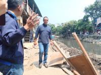 Anies Tinjau Lokasi Tanah Amblas yang Robohkan Rumah Warga di Jakarta Utara