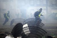 Demonstran Rompi Kuning Kembali Beraksi, Polisi Tembakkan Gas Air Mata