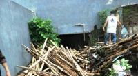 Dari Bambu hingga Bantal, Begini Tumpukan Sampah yang Membuat Kota Malang Banjir