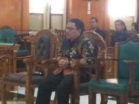 Diadili Kasus Suap, Bupati Nonaktif Labuhanbatu Menangis di Persidangan