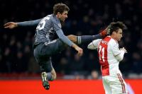 Tendang Kepala Pemain Ajax, Muller Akhirnya Minta Maaf