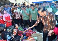 Jokowi Ingin Pendukungnya Lakukan <i>Dor to Dor</i> dan Tak Perlu Pasang Baliho