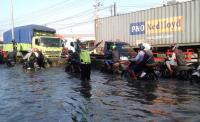 Jalur Pantura Semarang Banjir, Antrean Kendaraan Mengular