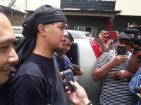 Polda Jatim Serahkan Ahmad Dhani dan Barang Bukti Pencemaran Nama Baik ke Kejaksaan